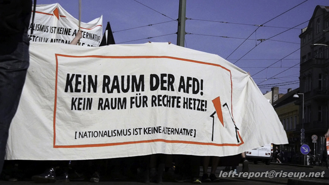 """Polizeiangriff auf Demo """"Kein Raum der AfD"""" in Mitte"""